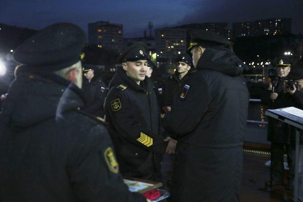 Военные моряки Северного флота вернулись из дальнего арктического похода