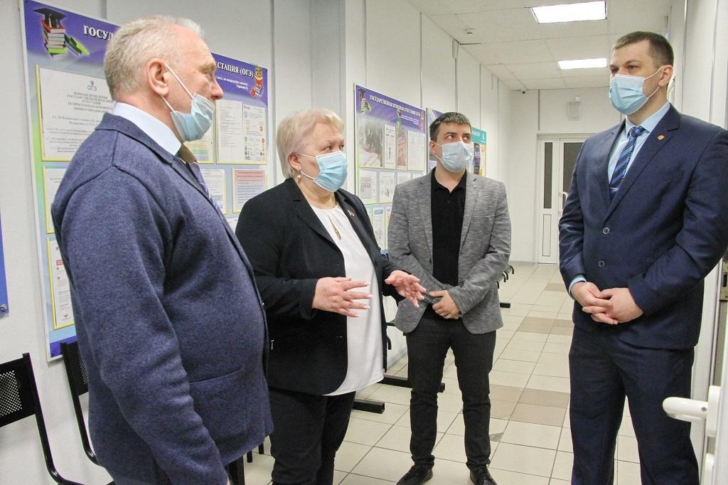 Вопросам безопасности был посвящён визит Людмилы Магомедовой в образовательные учреждения города