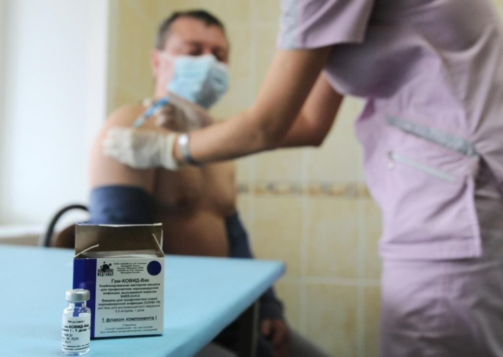 В январе – феврале 2021 года может начаться вакцинация против COVID-19