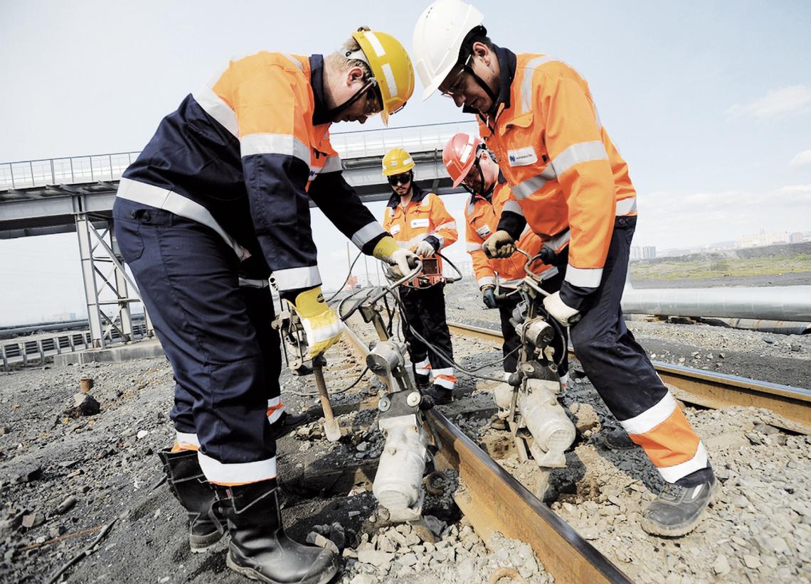Строгая выправка. Ремонты железнодорожных путей в этом году начались раньше обычного