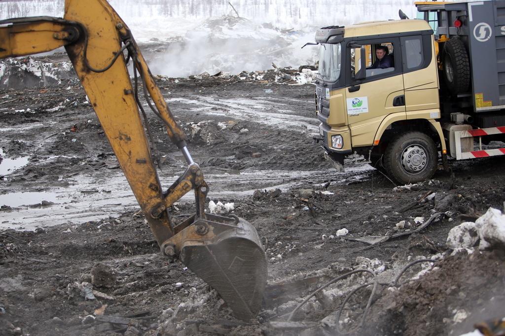 На полигоне промышленных отходов «Байкал-2000» продолжается ликвидация тления и задымления