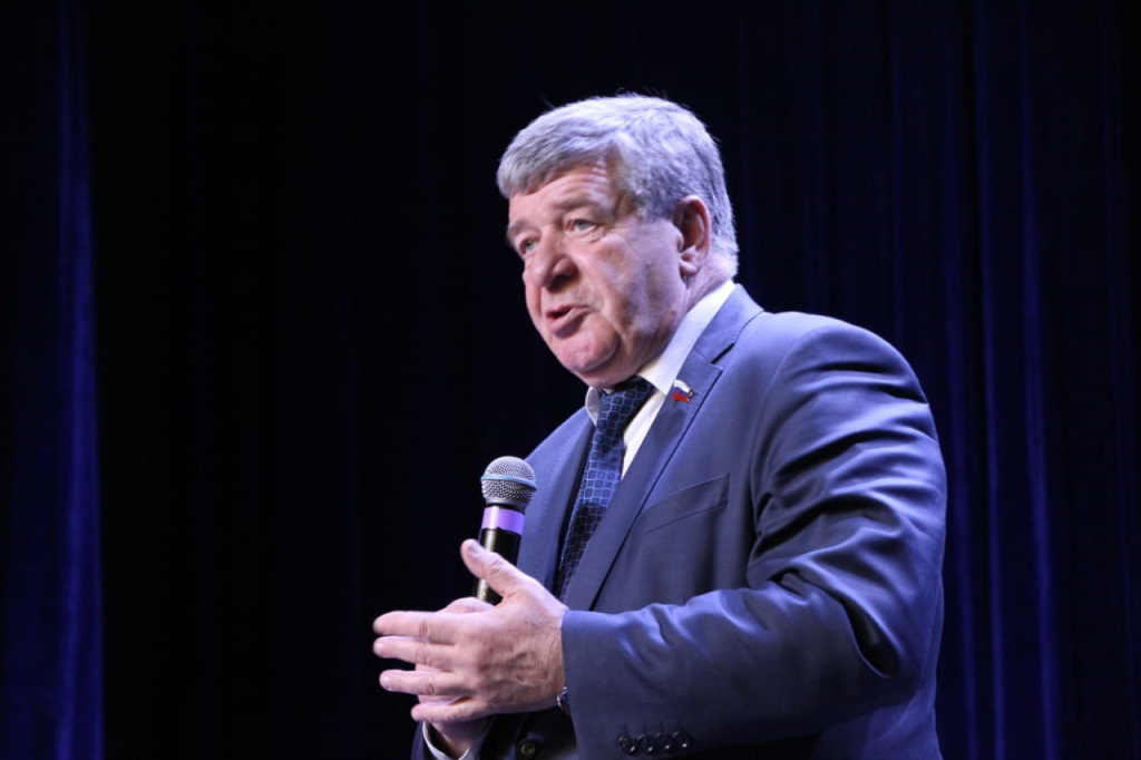 Сенатор Валерий Семёнов встретился с жителями Талнаха