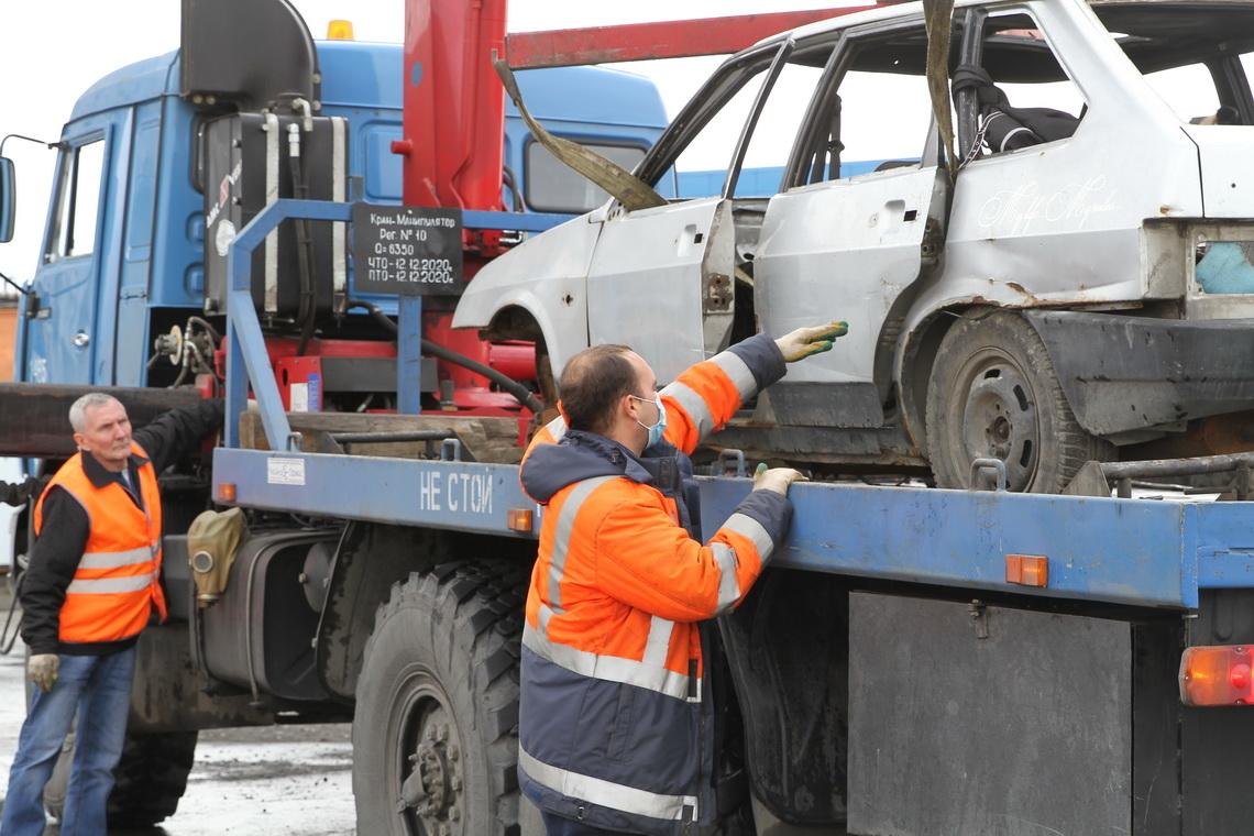 Норильск освобождают от брошенного автотранспорта