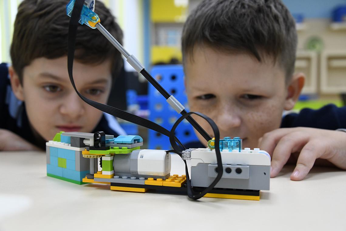 Школа юных инженеров «РобоНикель» открыла летний сезон
