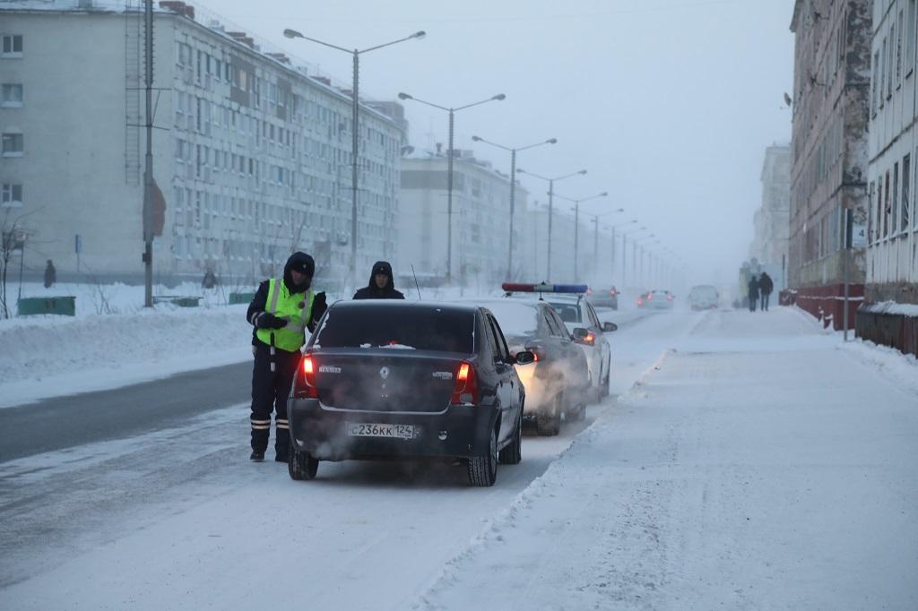 Сотрудники Госавтоинспекции напоминают водителям о сроках оплаты административных штрафов