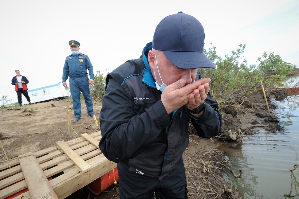 Вода абсолютно чистая. Николай Тимофеев лично проверил качество воды в Амбарной