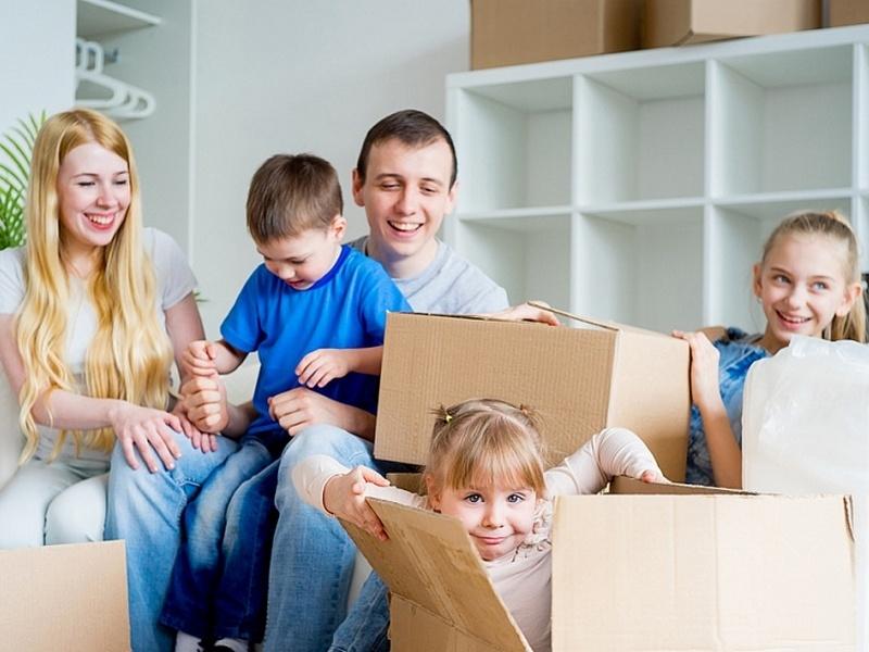 Многодетные семьи смогут получить 450 тысяч рублей на строительство дома