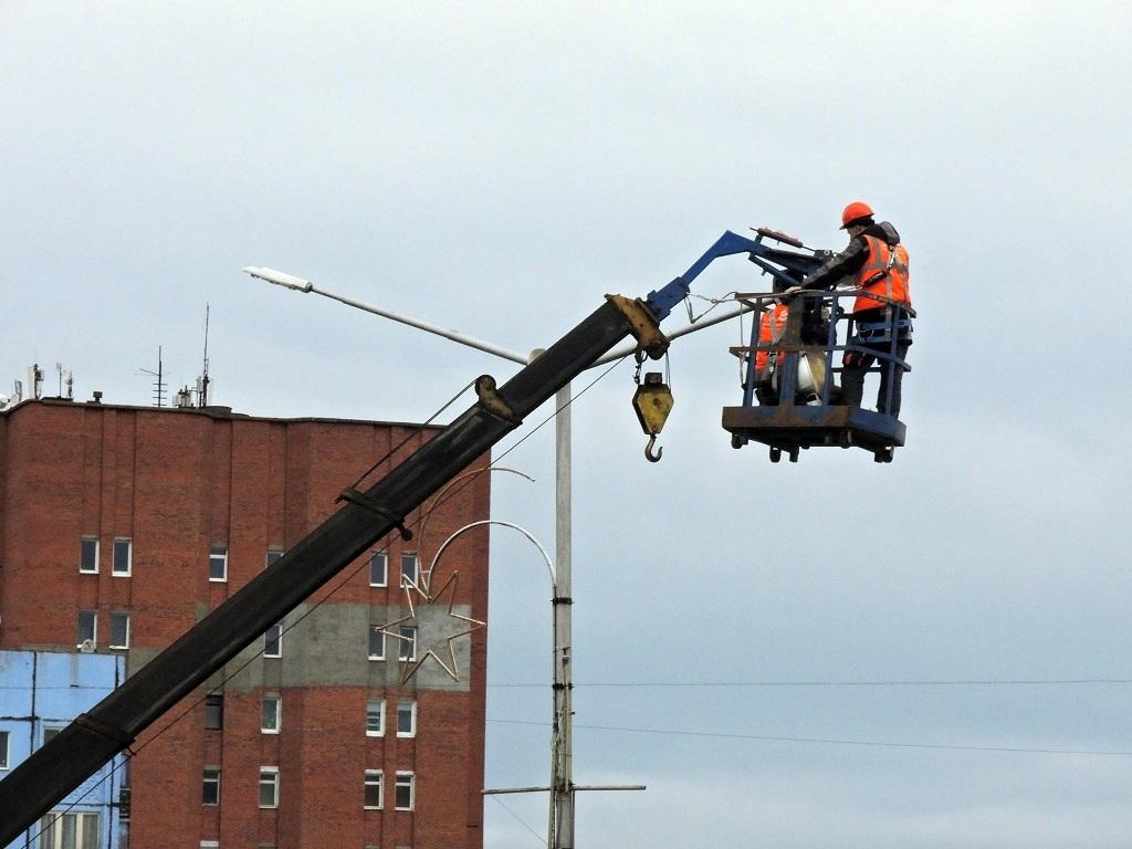 В городе продолжаются работы по обновлению уличного освещения