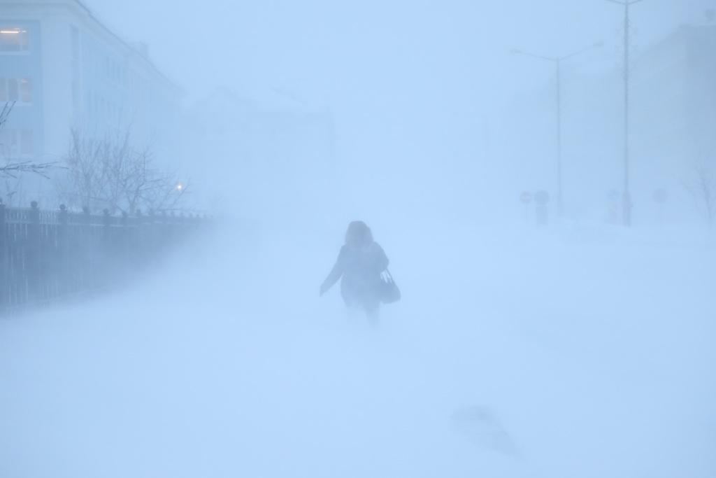 В городе сохраняется штормовое предупреждение
