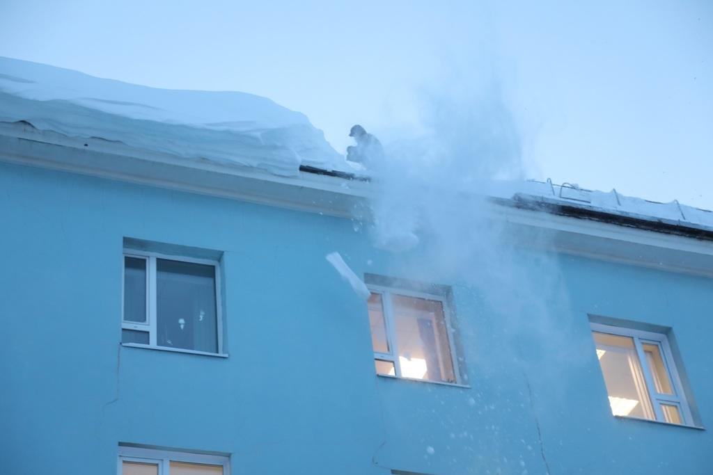 Городские службы устраняют последствия обильных снегопадов