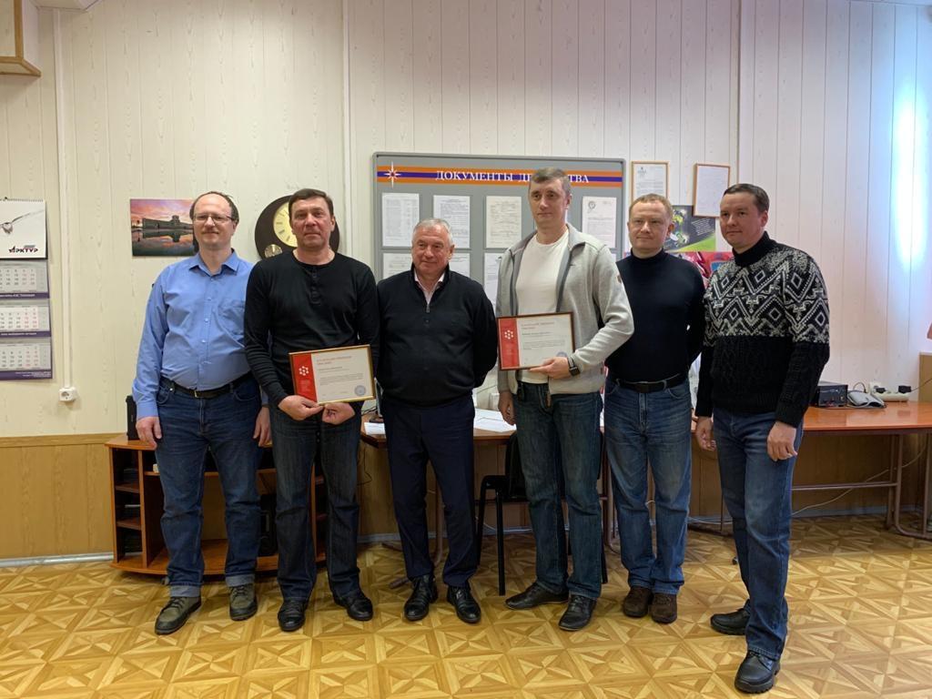 Юрий Захаринский вручил норильским спасателям благодарственные письма Сибирского федерального университета