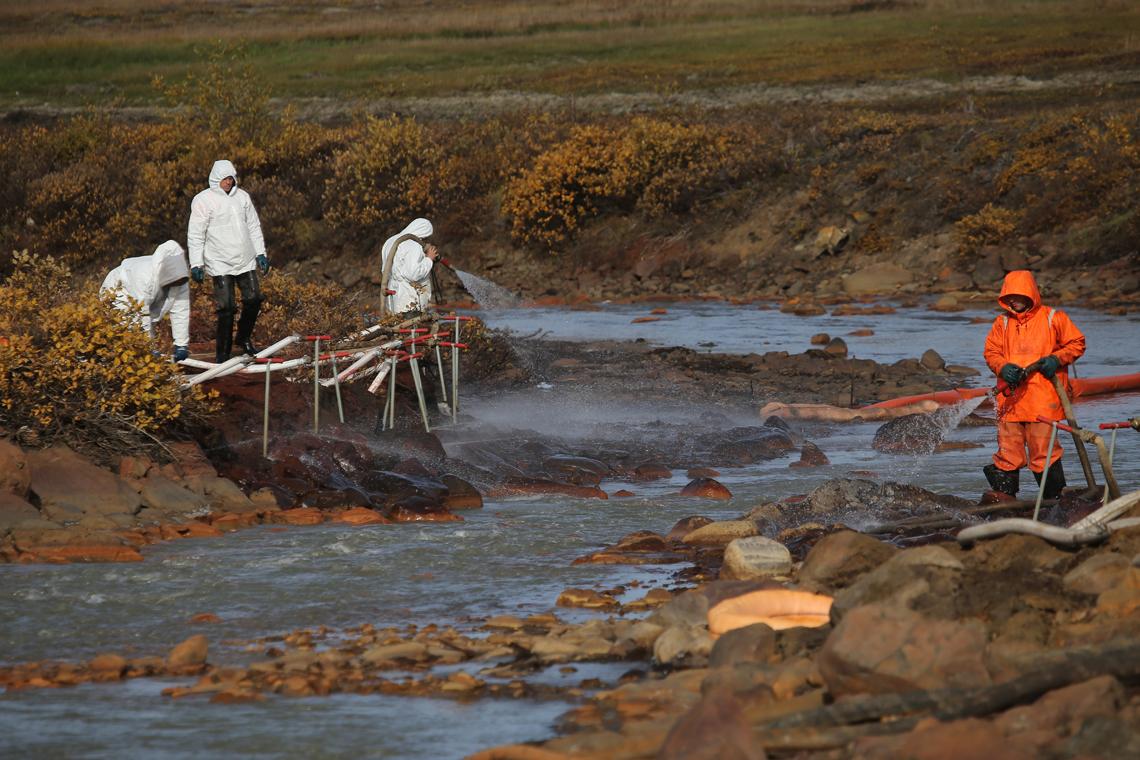 «Норникель» назвал количество топлива, собранного с поверхности реки Амбарной
