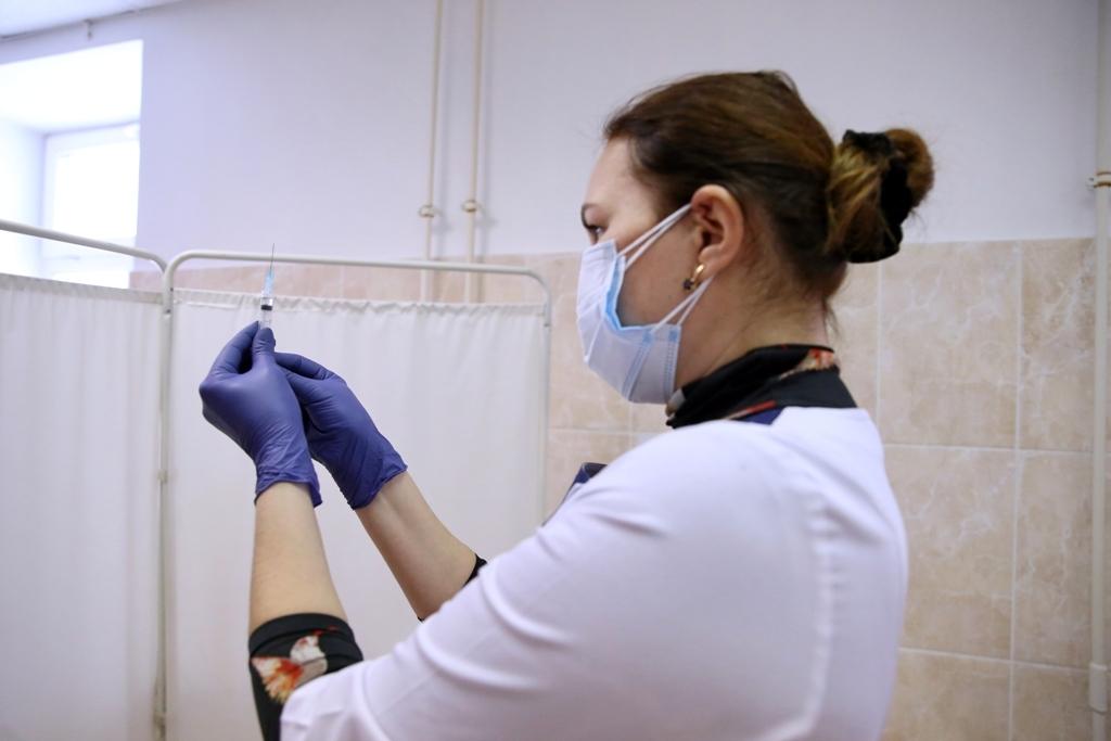 Министр здравоохранения края прокомментировал ситуацию с обязательной вакцинацией работников