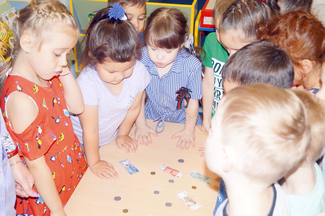 В детском саду «Снежинка» дети учились обращаться с финансами