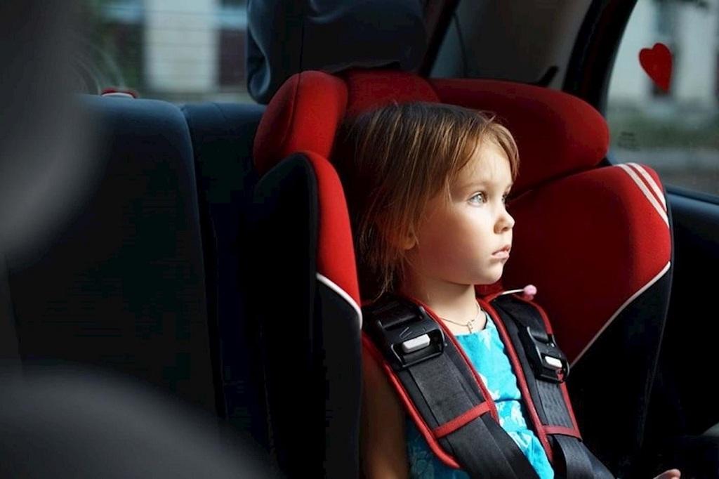 Не оставляйте детей без присмотра в машине