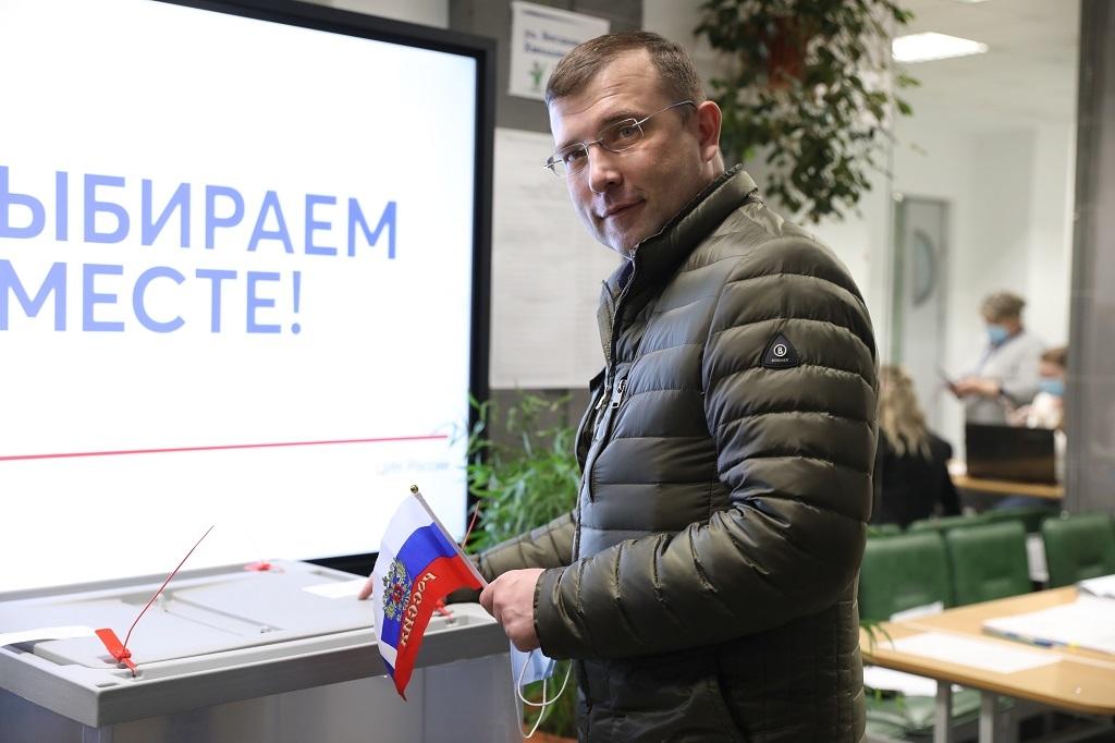 Александр Пестряков в числе первых принял участие в выборах депутатов Государственной Думы и краевого Заксобрания