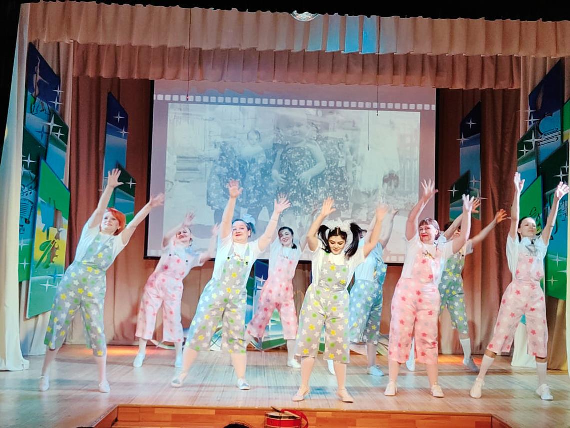 Минутой славы встретил весну танцевальный коллектив педагогов «Радостинка» из детсада «Радость»