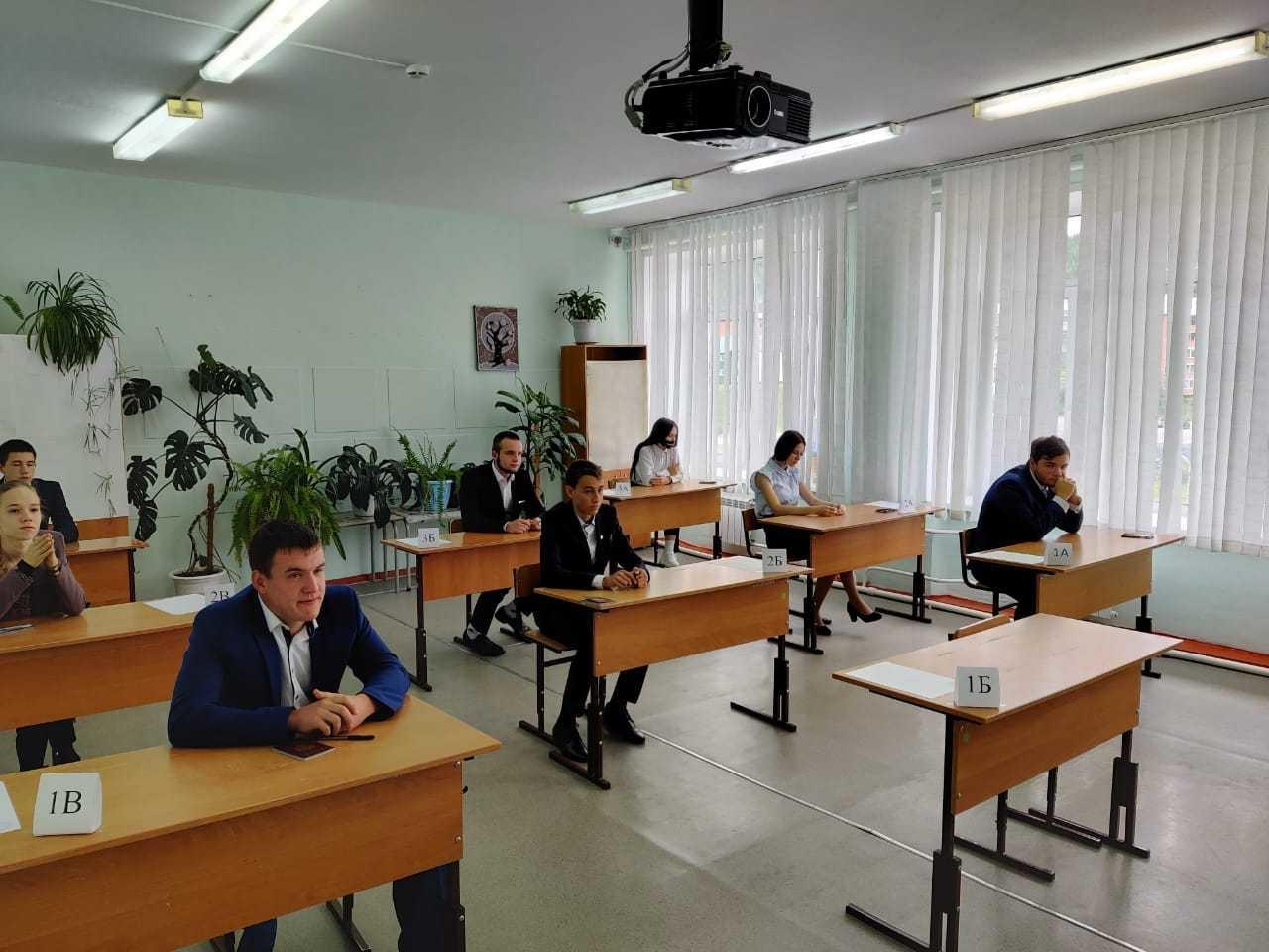 Более 8 тысяч выпускников Красноярского края сдают ЕГЭ по профильной математике
