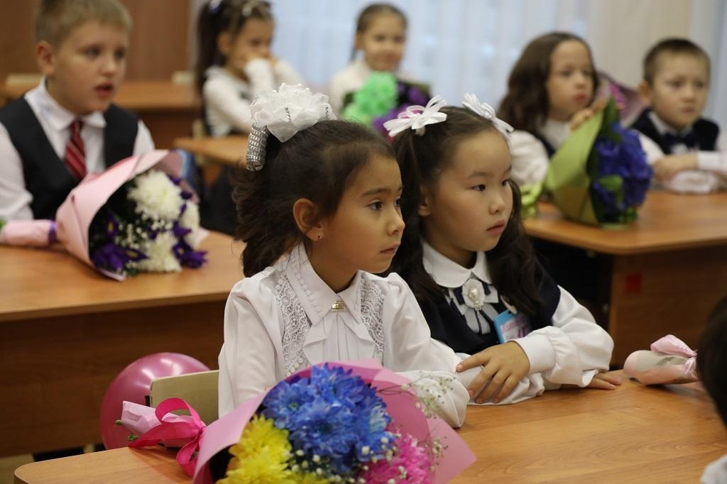 Семьи с детьми школьного возраста до 1 ноября успевают подать заявления на единовременное пособие