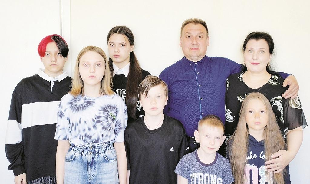 У Александра и Татьяны Новиковых из Оганера пять сыновей и четыре дочери