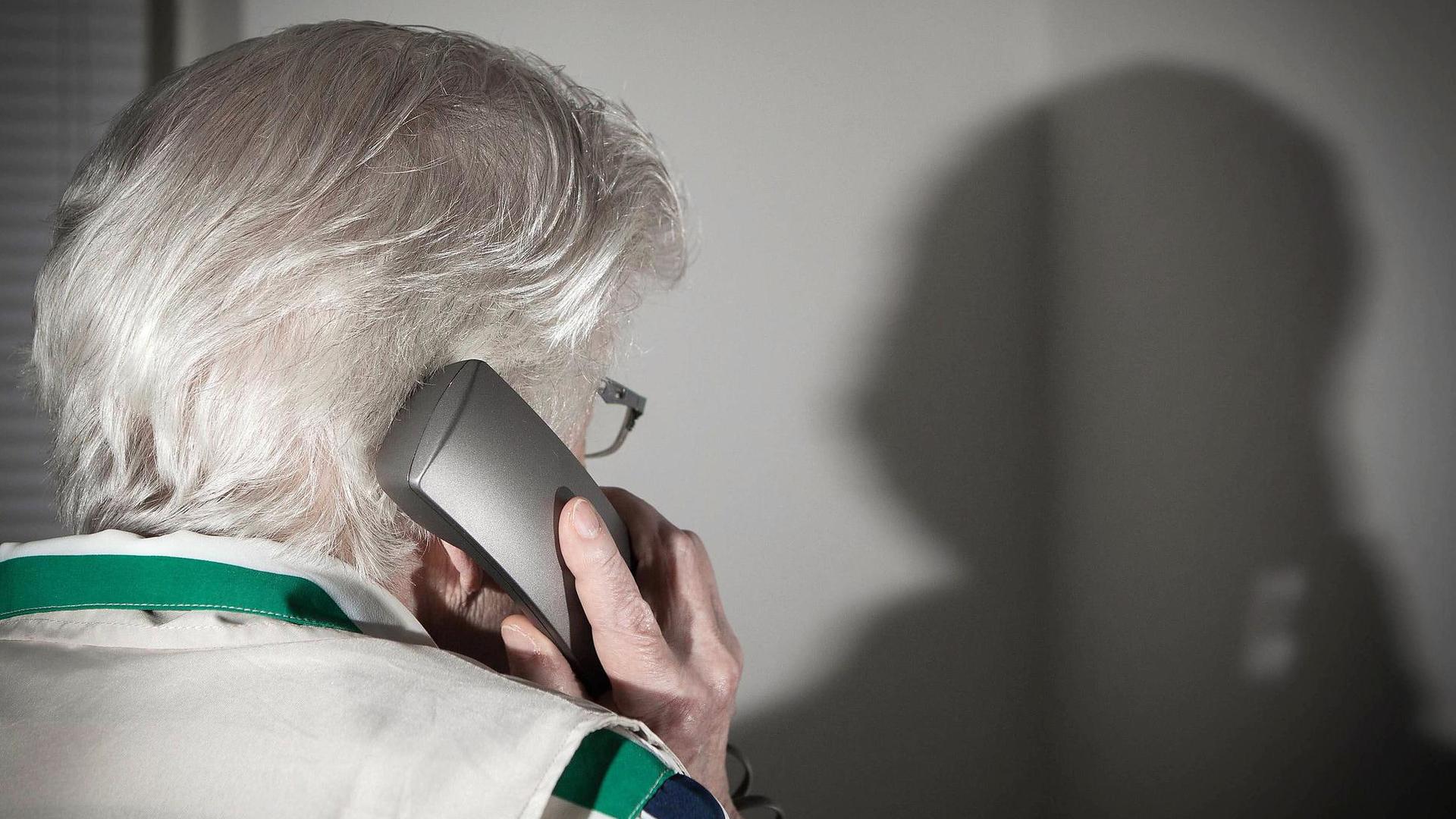 Мошенники обманули пенсионера