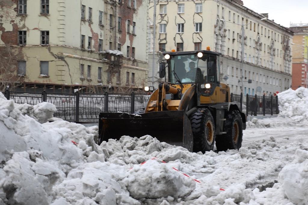 Городские дворы практически полостью очищены от снега