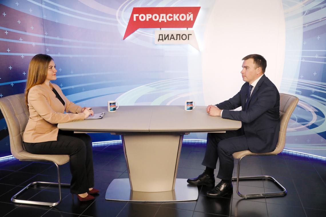 Своё первое интервью в качестве главы города Дмитрий Карасев дал первому городскому телеканалу Норильск ТВ