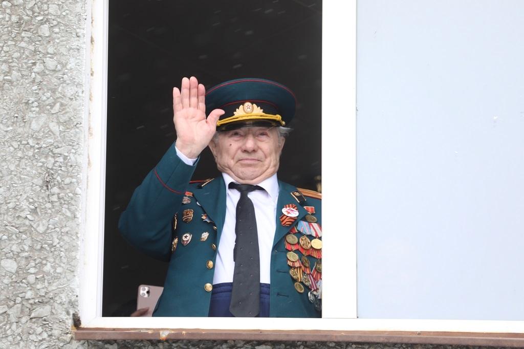 В Норильске поздравили с наступающим Днём Победы ветерана Великой Отечественной войны