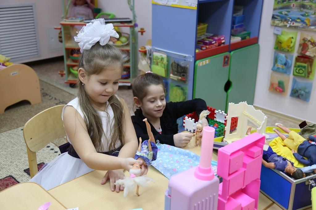 С сегодняшнего дня выплата на детей от трёх до семи лет будет предоставляться по новым правилам