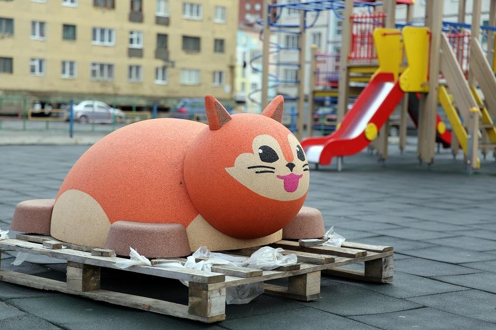 12 игровых площадок города украсили необычные скульптуры в виде животных