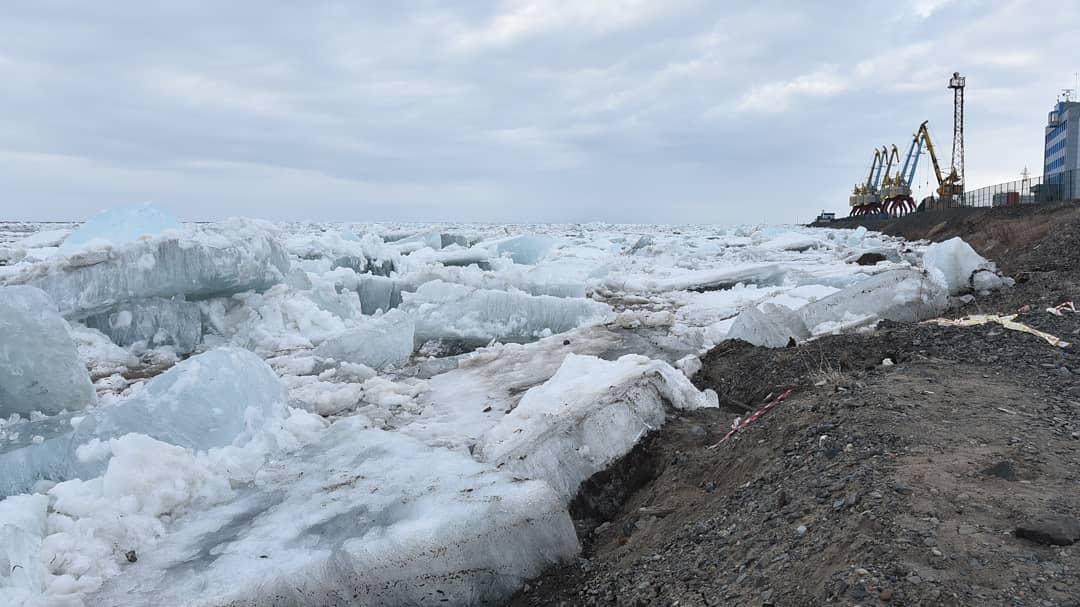 Вчера в Дудинке около 16.00 после четырёх дней затора начался ледоход