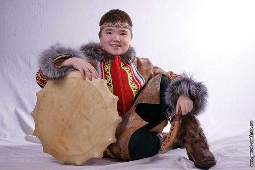 Маленький Ладук встречает друзей. Сегодня в Дудинке открылся чемпионат России по северному многоборью.