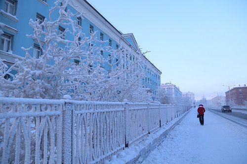 Весна в Норильск лишь заглянула. Апрель будет снежным и морозным.