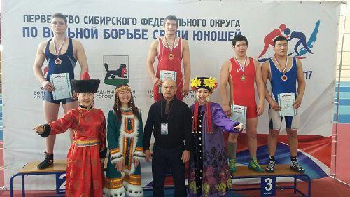 Норильчанин Алан Габуев в составе сборной Красноярского края завоевал золотую медаль на первенстве СФО по вольной борьбе среди юношей.