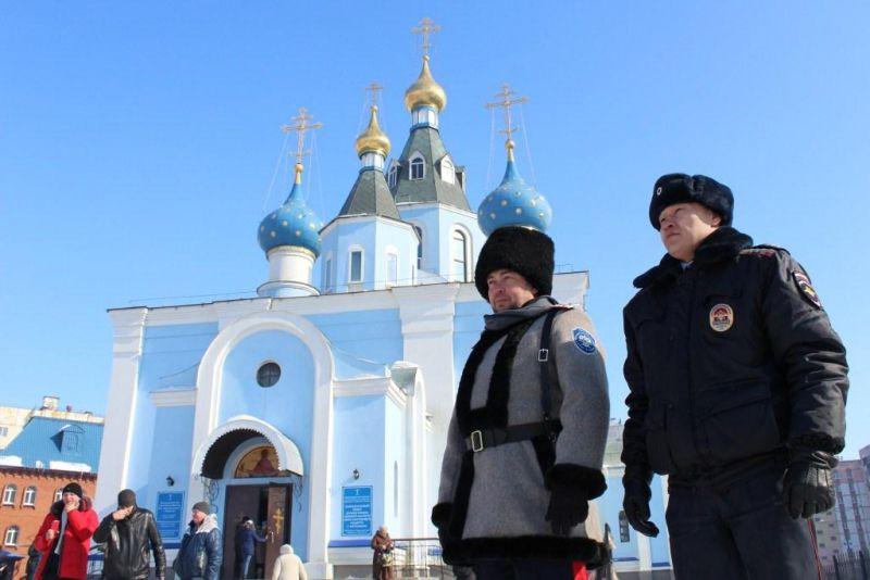 Сотрудники полиции и дружинники обеспечили правопорядок и безопасность на пасхальных мероприятиях.