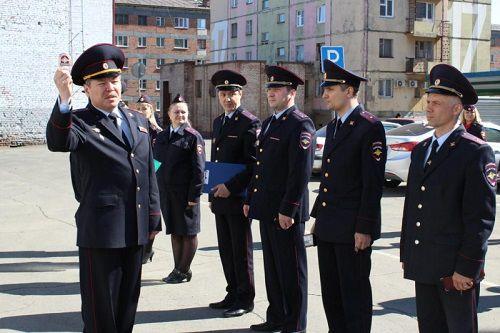 Норильские полицейские переходят на летнюю форму одежды.