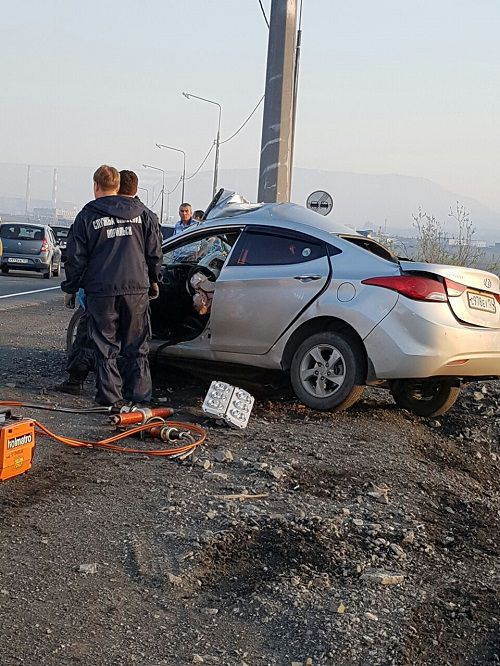 Полицейские устанавливают обстоятельства двух ДТП на автодороге Норильск - Талнах.