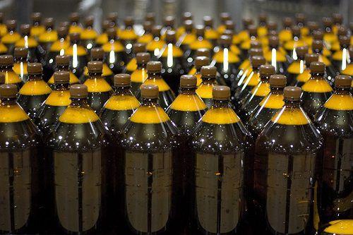С сегодняшнего дня запрещается продажа любых алкогольных напитков в пластиковой упаковке (ПЭТ) объемом более 1,5 литра.