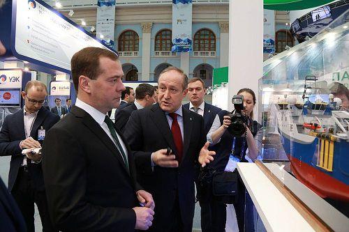 Премьер-министр Дмитрий Медведев заявил, что все обязательства правительства в части поддержки темпов развития инфраструктуры Северного морского пути будут исполняться.