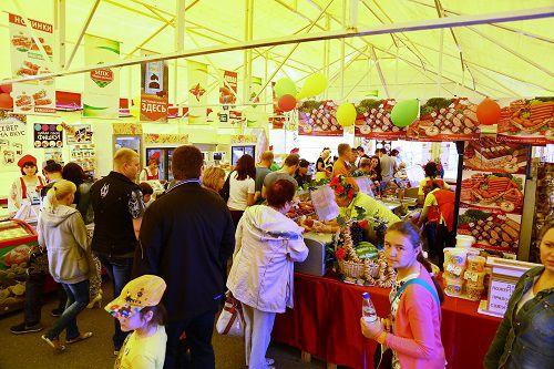 В этом году в традиционной ярмарке местных товаропроизводителей, которая откроется 14 июля в 15.00, примут участие 14 предприятий.