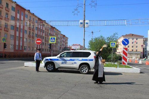 В Центральном районе Норильска освящен аварийно-опасный перекресток.