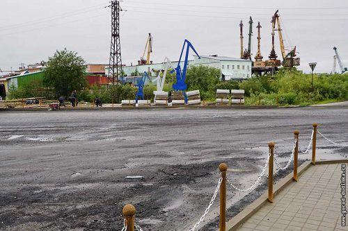 Площадь Портовиков в Дудинке получила официальный статус. Реконструкция и благоустройство площади за счет средств «Норникеля» завершат к 1 сентября.