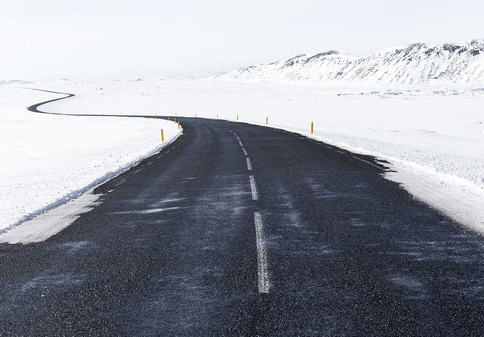 Экологичный материал для строительства дорог в Арктике создали тюменские ученые.