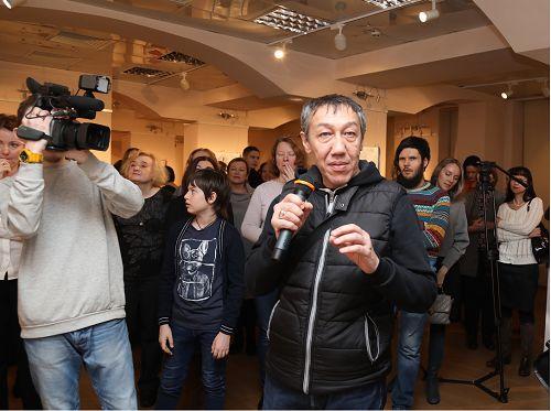 В Норильск для открытия Лаборатории современной драматургии «Полярка» приехал человек-легенда, художник поп-арта и наследник соц-арта Дамир Муратов.