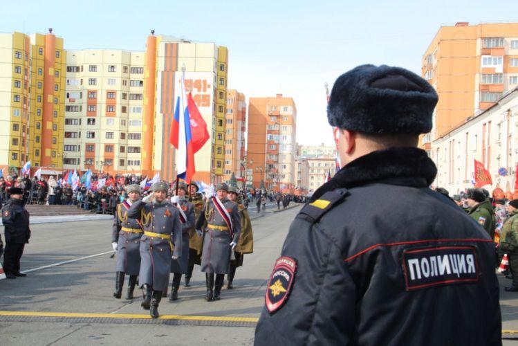 9 Мая во время праздничных мероприятий в Норильске правопорядок обеспечивали более 150 полицейских.