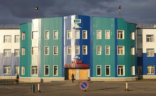 «Норникель» восполняет выбывающие мощности на руднике «Октябрьский».