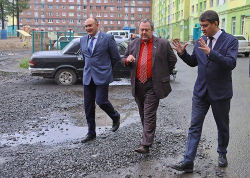 Глава Норильска Ринат Ахметчин провел выездное совещание, в ходе которого осмотрел реконструируемый детский сад по Бауманской, 21, и здание КЦСОН.