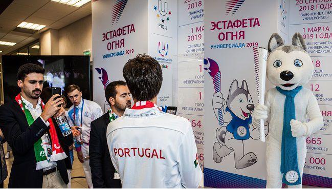 Факел эстафеты огня зимней Универсиады-2019 презентовали участникам XIV форума FISU.