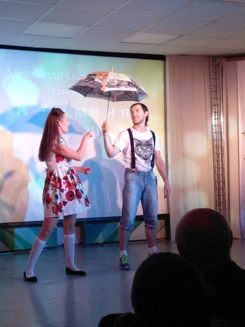 Жестовая песня - красиво и трогательно. На Малой сцене ГЦК прошел концерт членов Норильского отделения Всероссийского общества глухих.