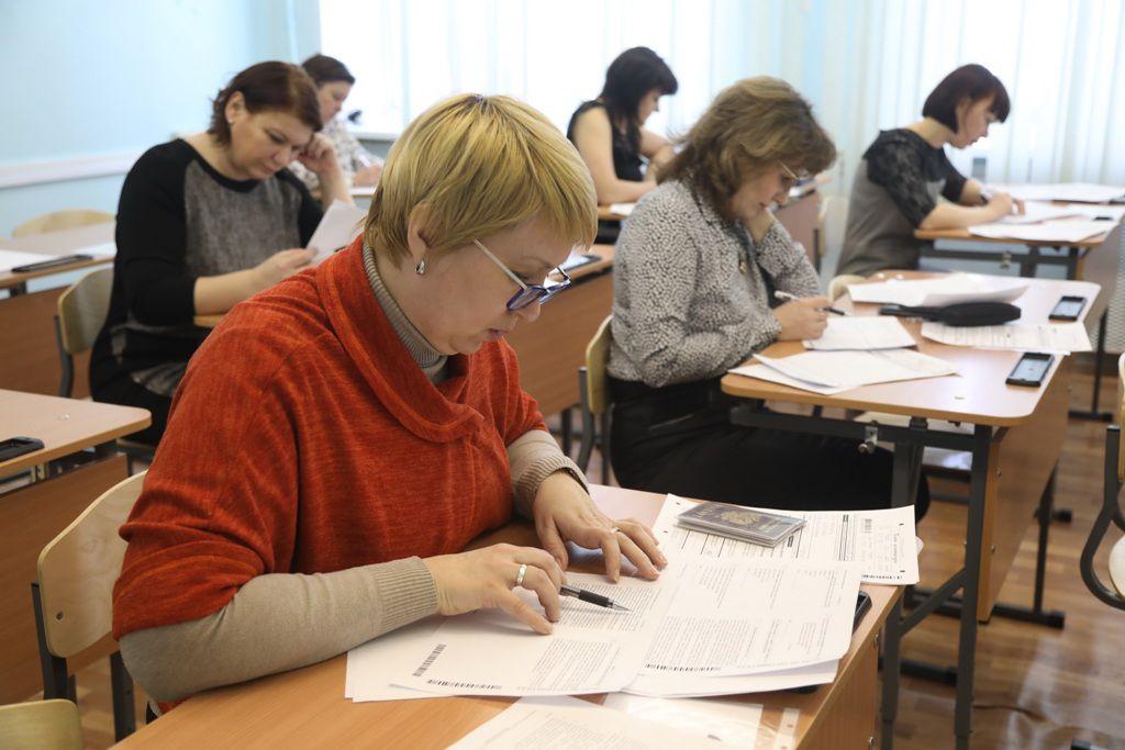 ЕГЭ по русскому языку для родителей прошёл сегодня в норильской школе № 14.